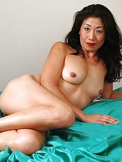 Free Asian MILF Pics