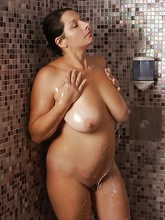 Free MILF Bathroom Pics