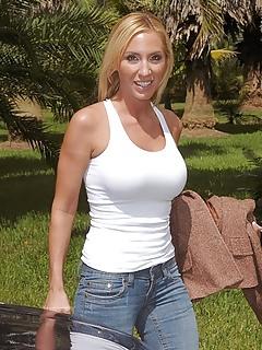 Free MILF Jeans Pics