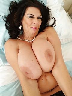 Free Big Tits MILF Pics