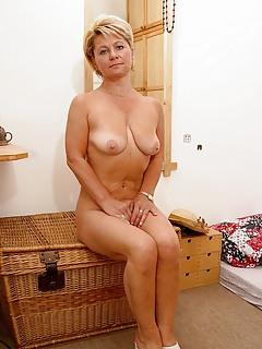 Free MILF Wife Pics