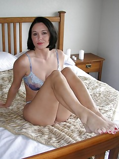 Free MILF Legs Pics