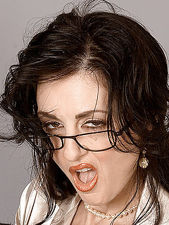 Free MILF Glasses Pics